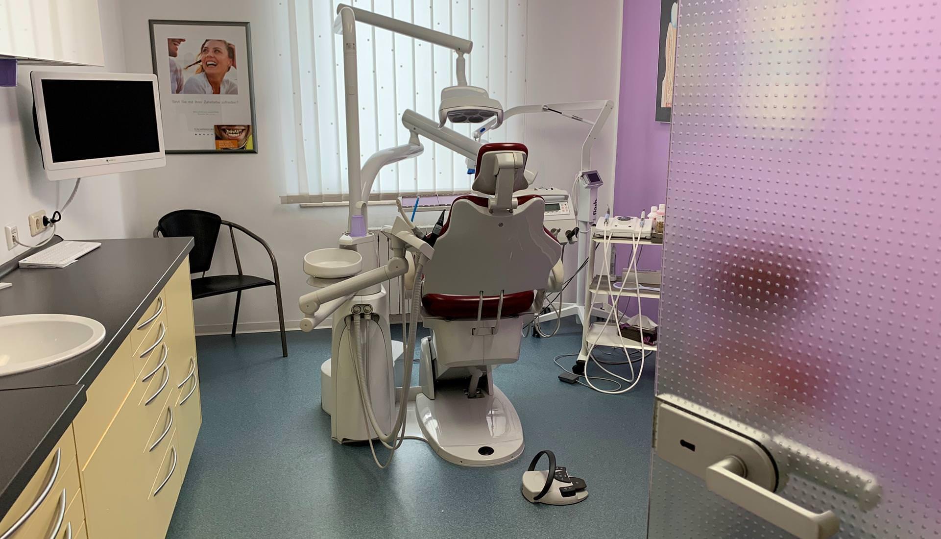 informationen zur zahnarztpraxis dr christian lux in j chen. Black Bedroom Furniture Sets. Home Design Ideas